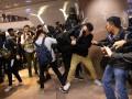 В Гонконге разгромили кофейни Starbucks