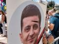 """На митинге """"ЕС"""" вывесили плакат Зеленского с настоящей пулей в голове"""