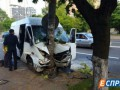 В Киеве маршрутка врезалась в столб, есть пострадавшие