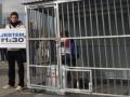 В центре Варшавы сторонники Greenpeace установили клетку