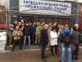 В Киеве коммунальщикам помешали оградить скандальное кафе в  Доме профсоюзов