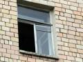 В Киеве девочка-подросток выпрыгнула из окна