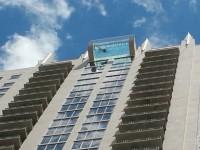 В США появился экстремальный бассейн с прозрачным дном на крыше небоскреба