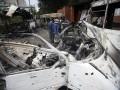 Новые фото из Донецка: сгоревшие автобусы и очереди в Ощадбанк