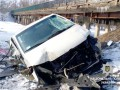 Под Полтавой микроавтобус слетел с моста в реку