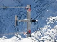 В Альпах экстремалы прыгнули со скалы в самолет