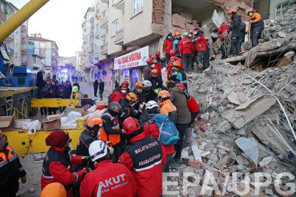 Расчистка завалов после землетрясения