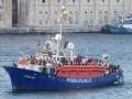 Испания примет корабль с 59 спасенными беженцами