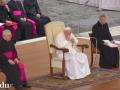 Папа Римский заболел после общения с прихожанами в медицинских масках
