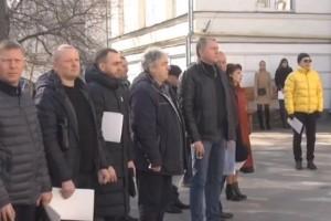 Полтавские депутаты провели сессию на улице, опасаясь коронавируса