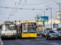 В Киеве у автобуса на ходу отвалилось колесо и попало в пешехода