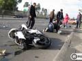 Я-Корреспондент: В Киеве разбился мотоциклист с пассажиркой. Фоторепортаж с места ДТП