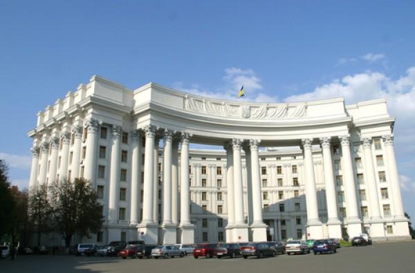 Украина не обращалась к России с какими-либо предложениями или просьбами по поводу применения воинских формирований ЧФ РФ.