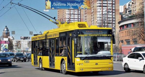 На Оболони в Киеве неизвестный выстрелил в троллейбус