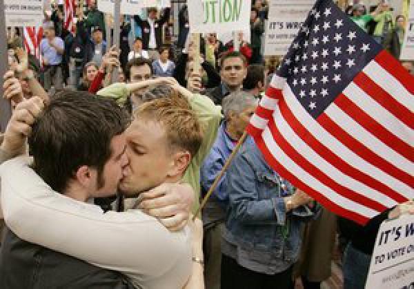 Американское военное командование разрешило военнослужащим-геям и лесбиянка