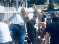 Националисты С14 снесли забор на аллее Небесной Сотни в Киеве