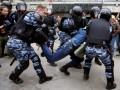 В Москве ОМОН избивал задержанных дубинками