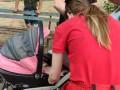 В Киеве младенец получил ожог лица, пока мать на улице распивала алкоголь