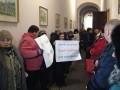 Черновицкий горсовет пикетируют три группы протестующих