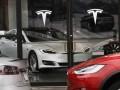 В США электромобиль Tesla на автопилоте врезался в авто пожарных