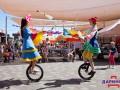 Шоу мыльных пузырей и выступление цирковых артистов