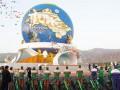 Гигантский монумент велосипеду открыли в Туркменистане