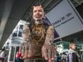 В Киеве заметили самого пирсингованного человека в мире