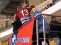 Массовая драка родителей юных белорусских хоккеистов попала на видео