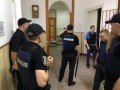 Полиция показала видео штурма психбольницы во Львове