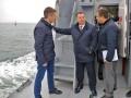 Главы Минобороны Украины и Британии вышли в море на боевом катере