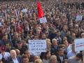 Обострение: В Косово протестуют против обмена землями с Сербией