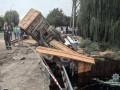В Хмельницкой области грузовик с зерном упал с моста