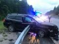 Отбойник проткнул машину насквозь: В жутком ДТП погиб водитель