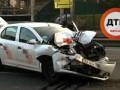 В Киеве автомобиль такси врезался в маршрутку: есть пострадавшие