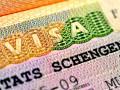 Корреспондент: С вещами на выезд. Украинцам стало сложнее получить визы