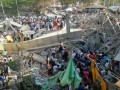 В Индии обрушилось здание: под завалами до сотни людей