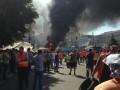 Коммунальщики разобрали часть баррикад на Майдане, остальные догорают