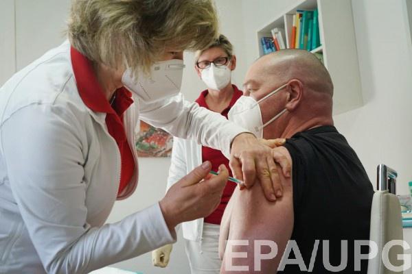 В Минздраве объяснили, когда вакцинируют учителей