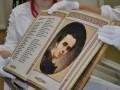 Кобзарь Шевченко стал первой в мире полностью вышитой книгой