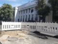 Перед Верховной Радой провалился асфальт из-за аварии на водопроводе