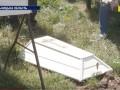 Ребенок в чемодане: 2-летнего Сашу похоронили, его мать до сих пор ищут