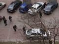 В центре Киева на припаркованный автомобиль упало дерево