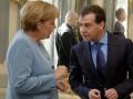 Меркель обсудила с Медведевым выполнение Минска