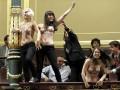 День в фото: FEMEN в Испании сорвали сессию парламента и смертельное ДТП на Одесчине