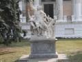 В центре Одессы повредили мраморную скульптуру