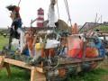 В Германии сделали плот из мусора