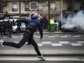 В Париже полиция применила против студентов слезоточивый газ