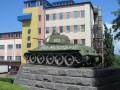 В Черновцах неизвестные разрисовали танк-памятник