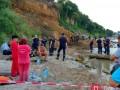 На пляже Одессы сошел оползень: под завалами ищут отдыхающих
