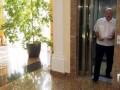 Лукашенко пришел на интервью без обуви